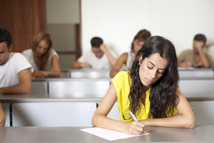 etudiante en examen