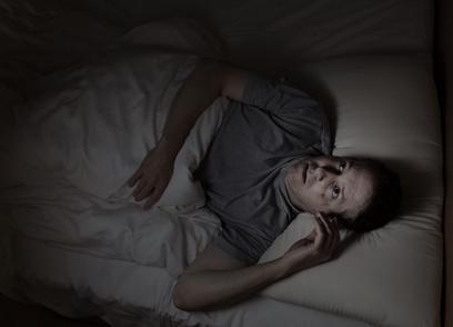 homme au lit